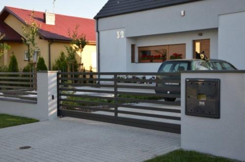 Wykonujemy i montujemy furtki oraz bramy stalowe, ocynkowane i malowane proszkowo. Nowoczesne i tradycyjne, bramy przesuwne i skrzydłowe - KIM Ogrodzenia Budzyń