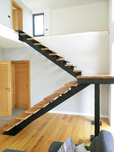Designerskie-schody-metalowo--drewniane - KIM Ogrodzenia Budzyń