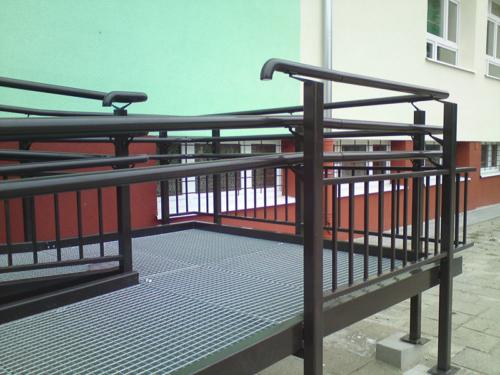 Wykonujemy i montujemy podjazdy i pochylnie dla niepełnosprawnych - KIM Ogrodzenia Budzyń