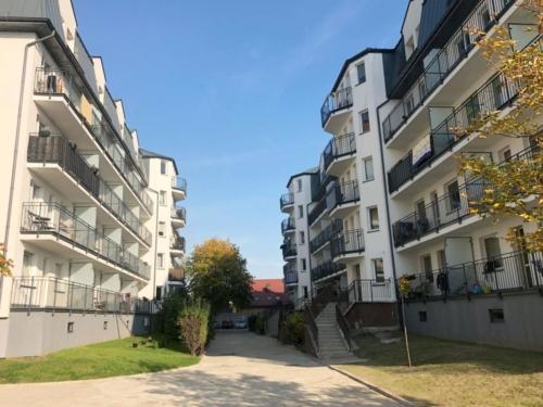 Balustrady balkonowe i przegrody balkonowe - stalowe, ocynkowane, malowane proszkowo wypełnienie - szkło bezpieczne matowe - KIM Ogrodzenia Budzyń, Chodzież, Piła, Poznań