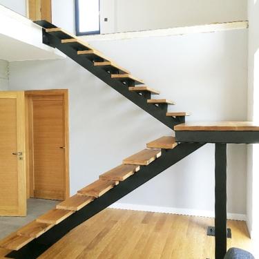 Schody designerskie metalowo-drewniane